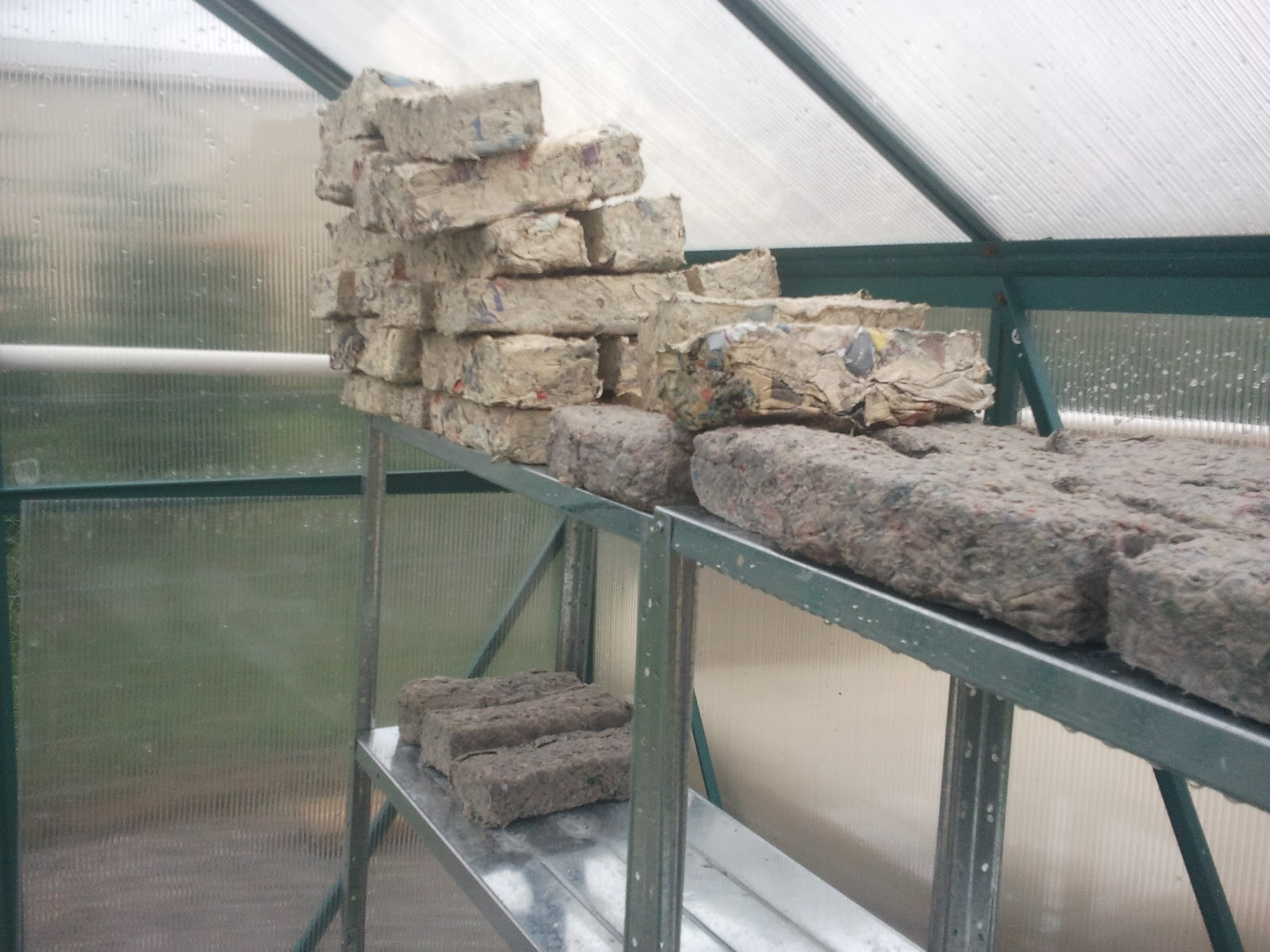http://4.bp.blogspot.com/-asn4S-b_Mao/TtXSI4Fm_TI/AAAAAAAAAEk/U_RC_xbd_LA/s1600/paper+bricks.jpg