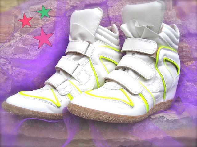 emarè sneakers donna, amanda marzolini italian fashion blogger, the fashionamy, flluo colors wedge shoes, golden shoes, golden sneakers, fluo denim,