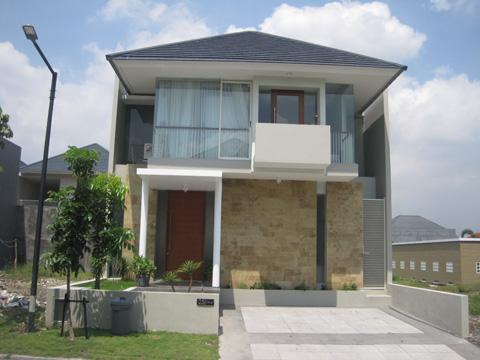 limas . Rumah minimalis mungil dengan atap limas terlihat lebih mewah