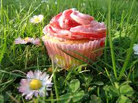 http://cecilecupcakecafe.blogspot.de/2013/07/rhabarber-erdbeer-cupcakes.html