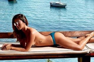 Dani Suzuki apareceu linda em uma foto publicada em seu Instagram, na manhã desta quarta-feira (5). Na foto, ela aparece fazendo topless com uma paisagem exuberante ao fundo. Na legenda, ela explica que a foto faz parte de um ensaio para a revista VIP.