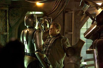Dr Who, Closing Time, James Corden being threatened by Cybermen