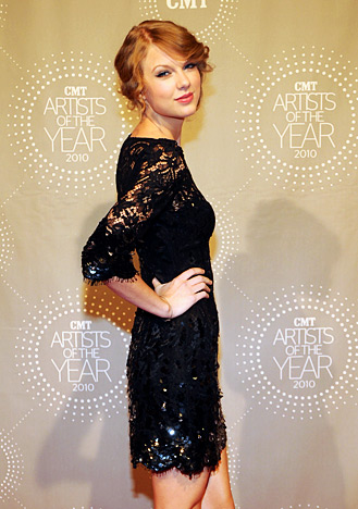 Taylor Swift in JENNY PACKHAM black sequin dress