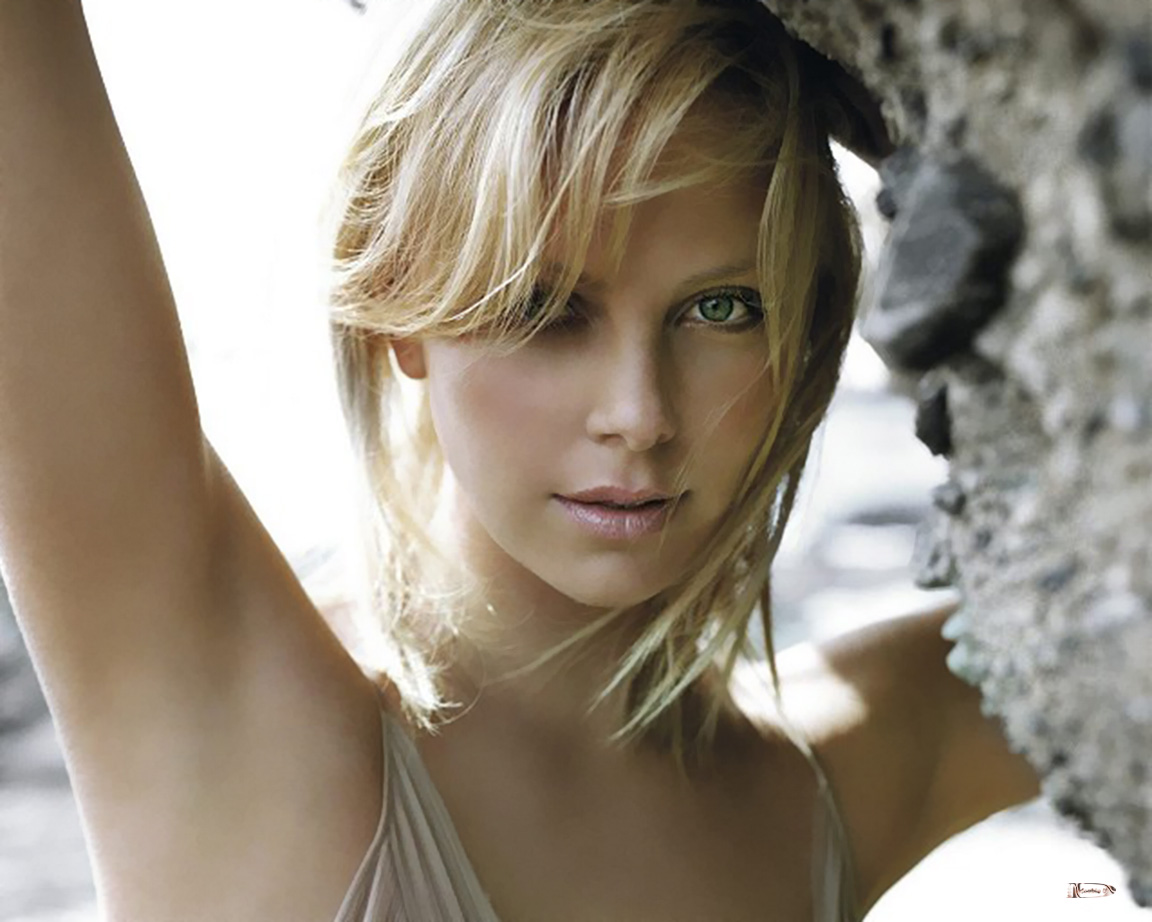 http://4.bp.blogspot.com/-atZf8YqM28Y/T6OlWllOaxI/AAAAAAAAGnw/vOUo2RsCRLk/s1600/Charlize-Theron-Wallpaper-03.jpg