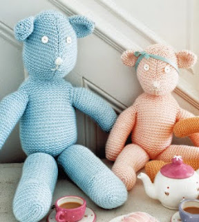 http://www.knitrowan.com/files/patterns/Three_Bear_Family.pdf