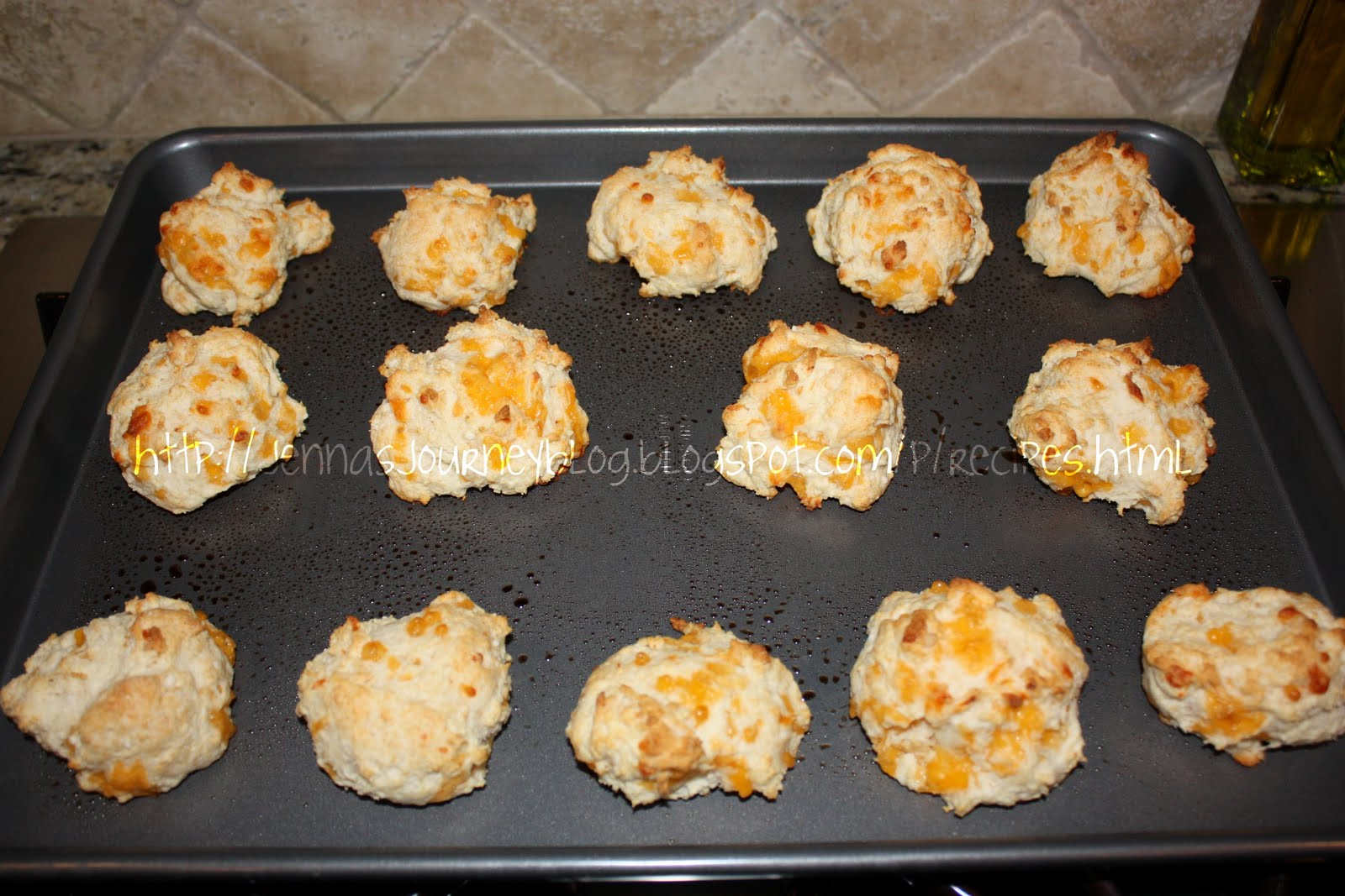 Jenna Blogs: Garlic Cheddar Biscuits