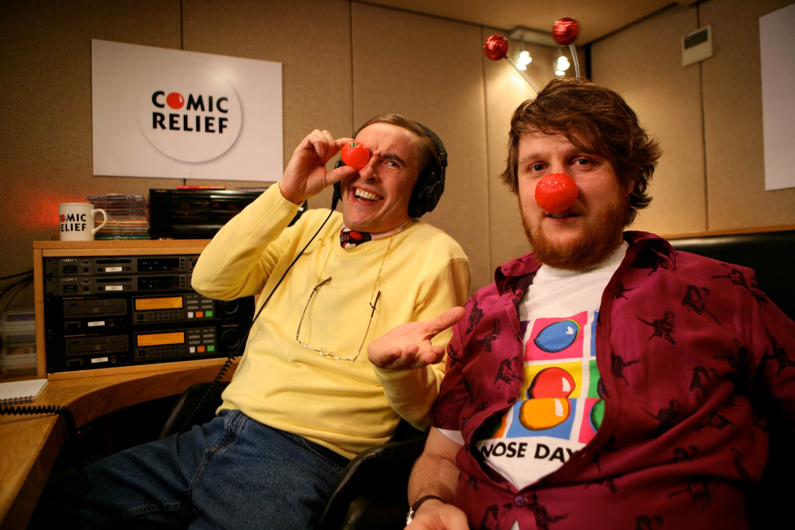 http://4.bp.blogspot.com/-atnelShYND0/TYJyEms9DHI/AAAAAAAAAUk/ZDnz4x3XAAk/s1600/steve-coogan-as-alan-partridge-red-nose-day-2011-comic-relief.jpg