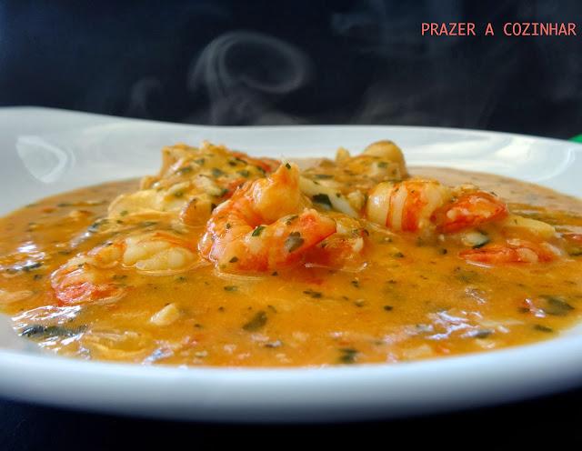 prazer a cozinhar - Moqueca de camarão e pescada