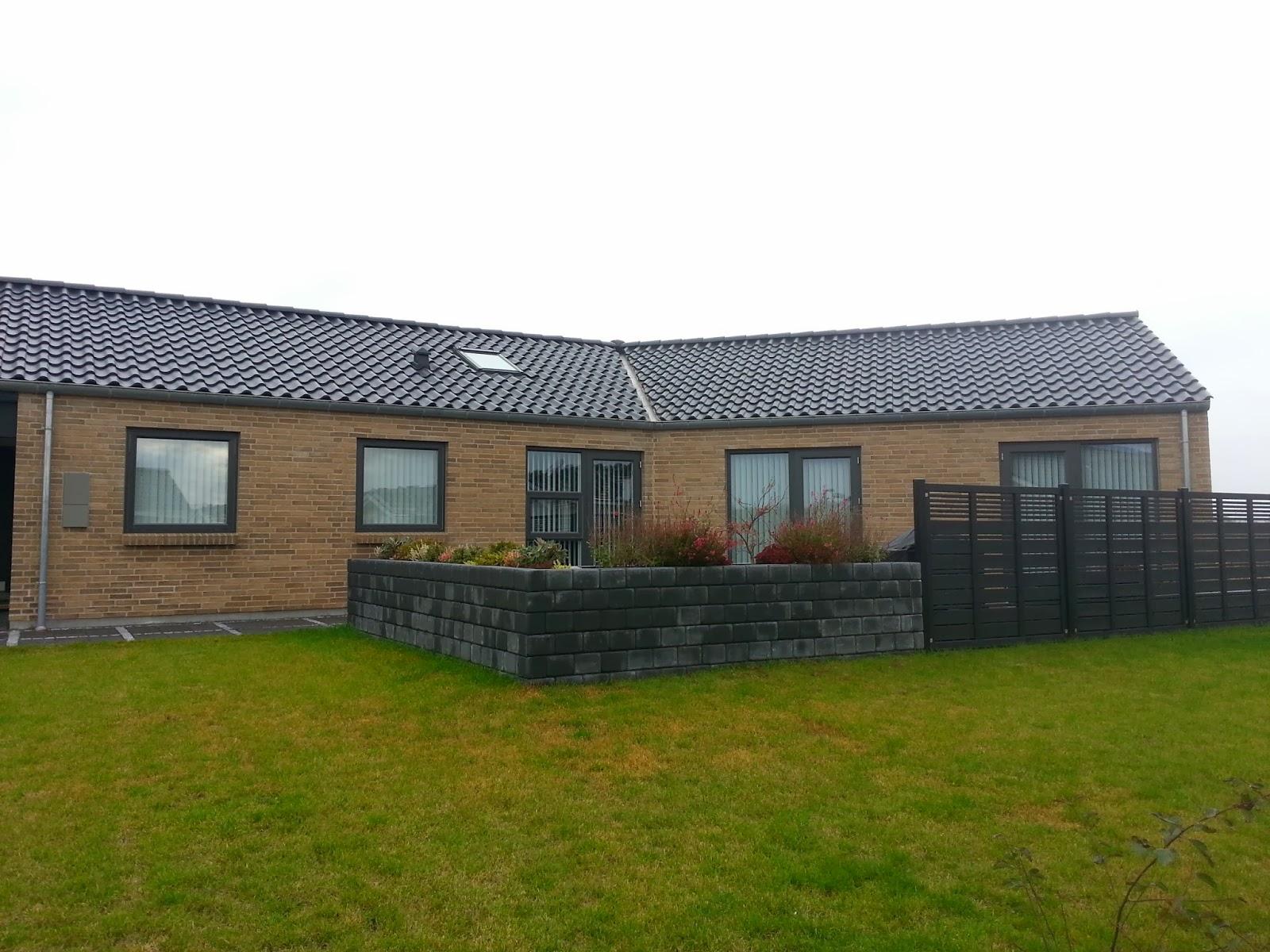 Knækhus fra Huscompagniet i Hillerød, hvor byggefirmaet har mange udstillingshuse. Dette er dog ikke et udstillingshus.