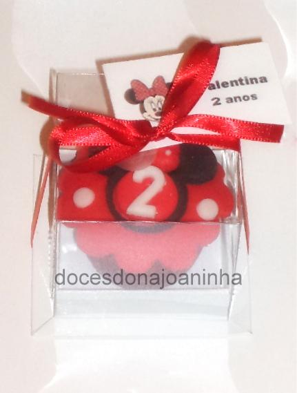 Mini cupcakes Minnie vermelha na caixinha para Lembrancinha e Tag com nome e idade da Aniversariante.