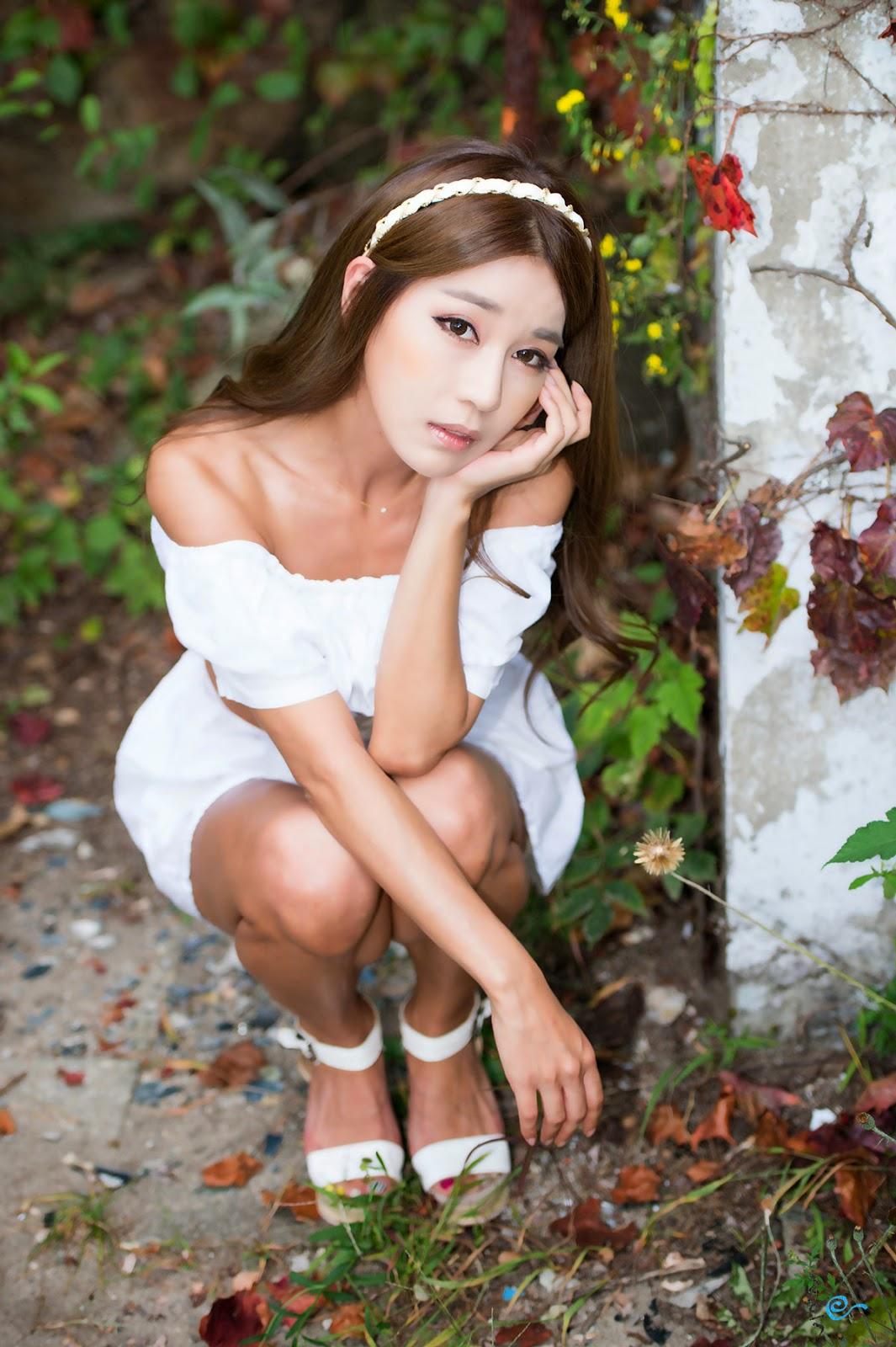 Model Park Si Hyun's outdoor photoshoot