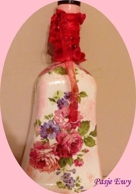 Butelka z motywem kwiatów