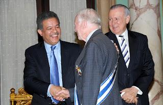 Condecoran a Jimmy Carter por aporte a la democracia y derechos humanos