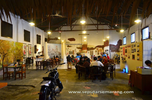Suasana Klasik Retro Cafe