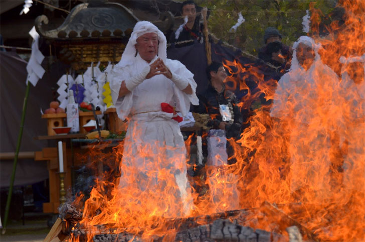 Hiwatari Matsuri (Firewalking Festival),