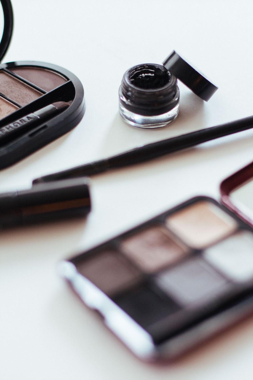 Smokey eye make-up - Vancouver Fashion Blogger