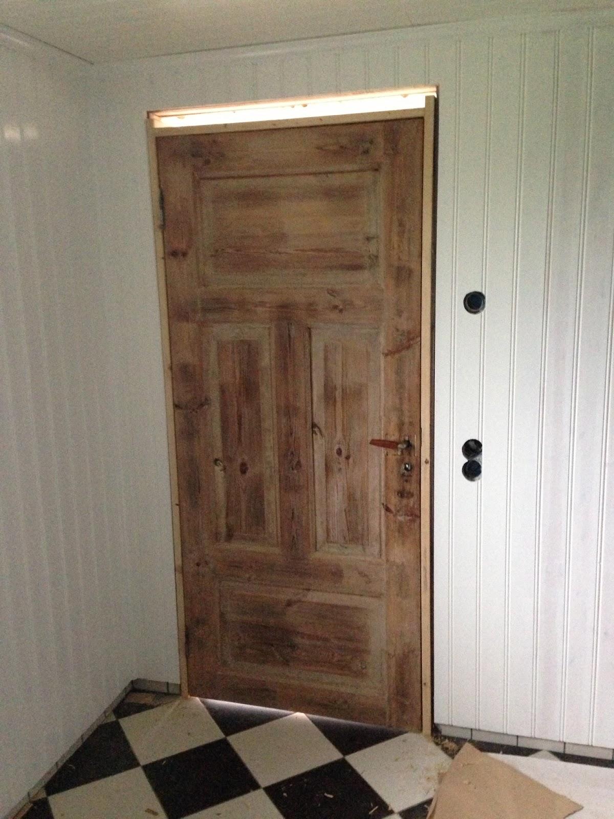 """Gården vid sjön En""""ny"""" dörr till badrummet!"""