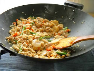 Салат из риса и сайры