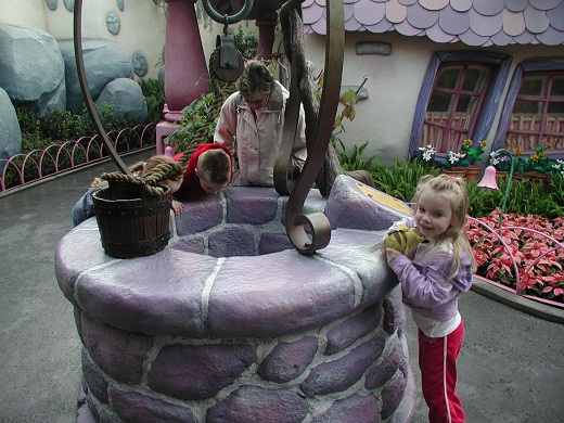 Disneyland Anaheim Toontown Minnie's House