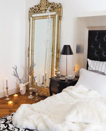 Christmas decor in paris apartment interiors and design for Parisian christmas decorations home