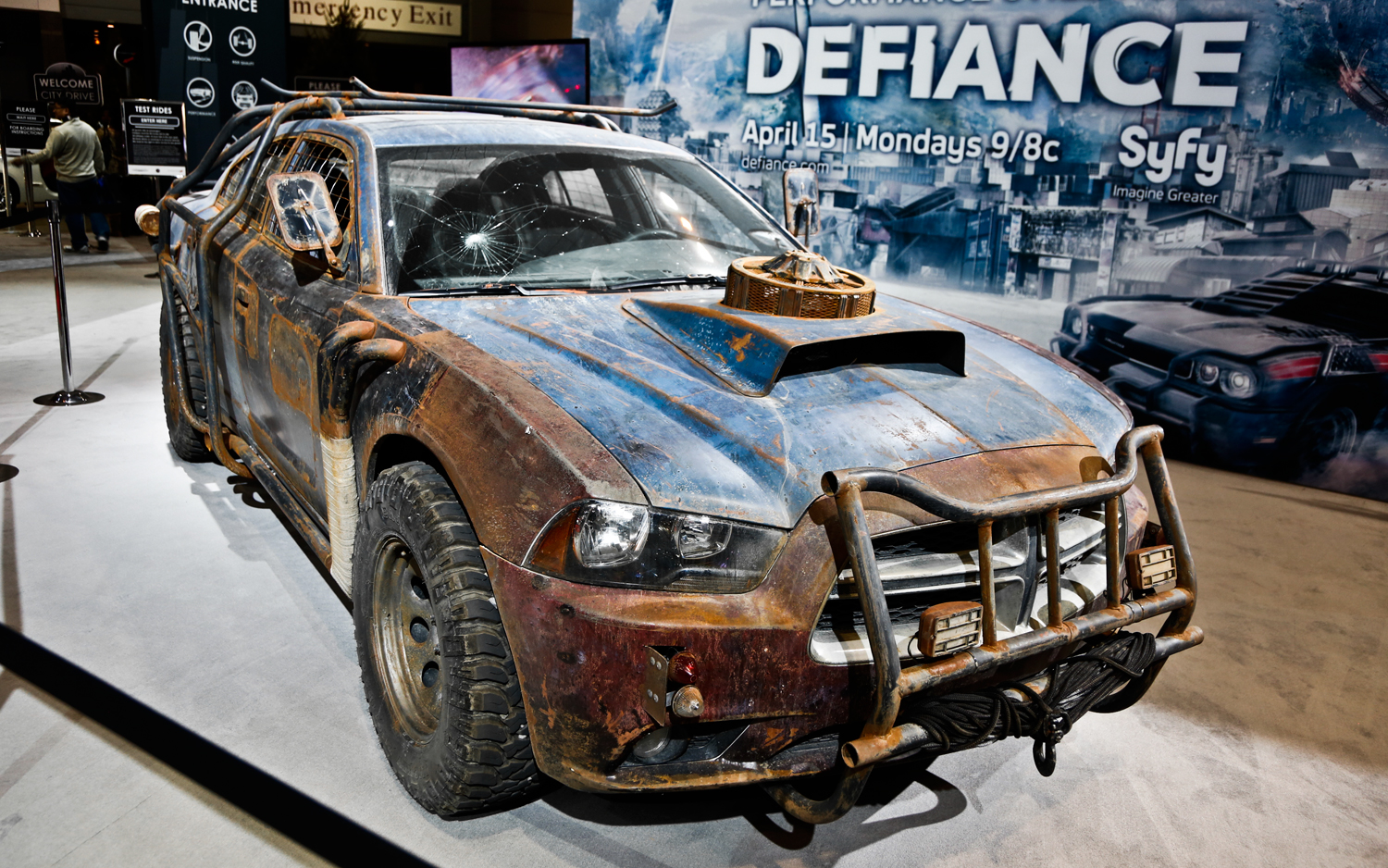 http://4.bp.blogspot.com/-avAp84-DsHc/USuy_Jf6AmI/AAAAAAAAFdc/RgCdUH_e2j0/s1600/2013-Dodge-Charger-Defiance-car-front-right-view.jpg