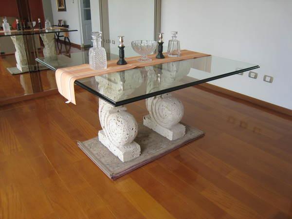 Mesas modernas con tablero de cristal para el comedor for Adornos mesa comedor cristal
