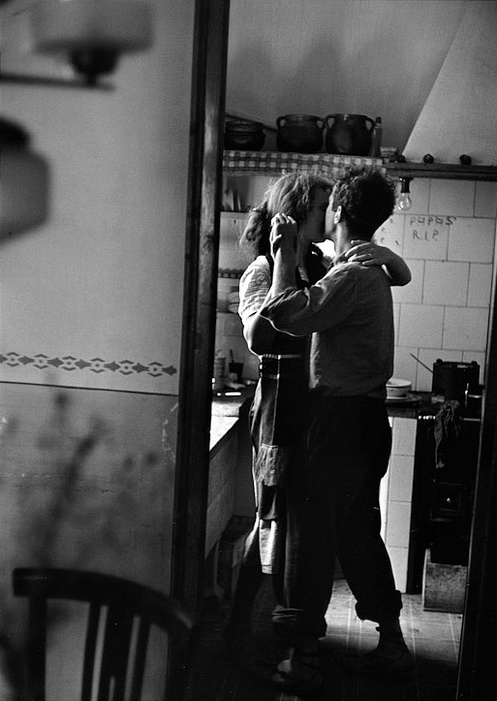 Vintage Lovers Dancing in the Kitchen #love #vintage #dance
