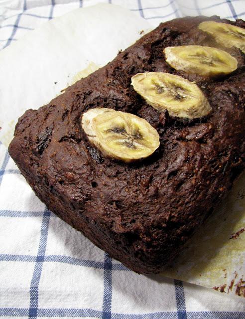 Pain aux bananes, chocolat et pruneaux
