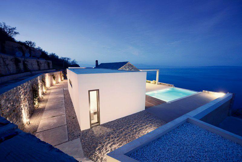 Villa melana moderna casa de campo revestida en piedra for Casas de campo modernas minimalistas