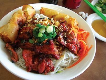 Vietnamese Street Food at Thanh Da Market2