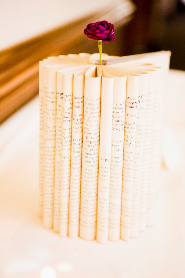 http://thebudgetsavvybride.com/cheap-centerpiece-ideas-books/#at_pco=smlrebh-1.0&at_si=54c3a956e7c28a68&at_ab=per-2&at_pos=3&at_tot=5