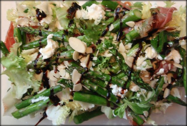 sałatka, przepis na sałatkę, szparagi, sos balsamiczny