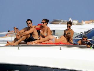 vanessa-hudgens-in-a-bikini-on-a-boat-in-ischia-20-hi-res-Pictures_7.jpg