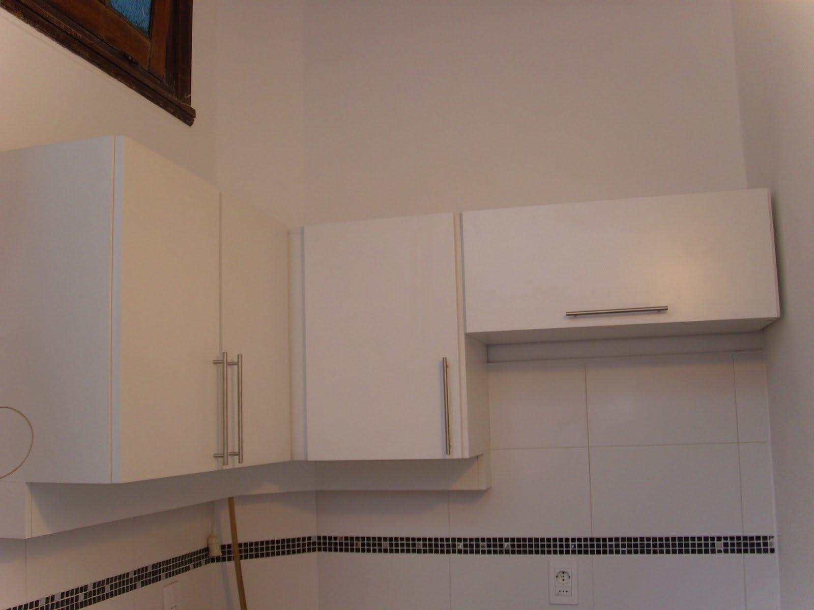 de la pared) para tubo de luz Y mueble aéreo con puerta de apertura