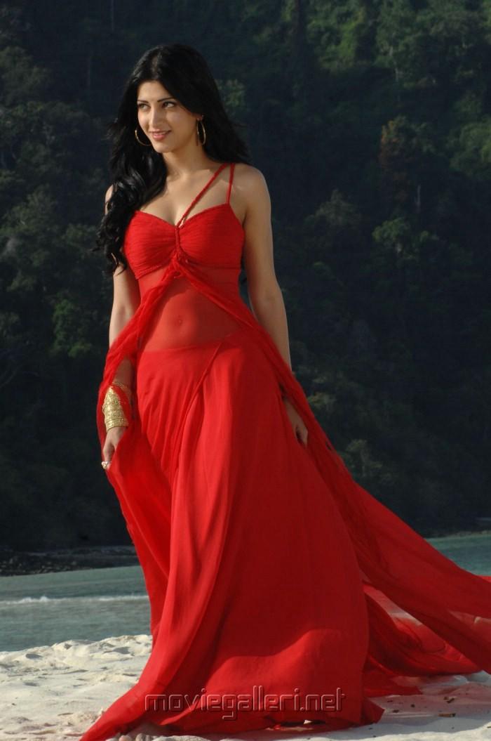 Tamil Actress Shruti Hassan Hot Stills In Aam Arivu Movie