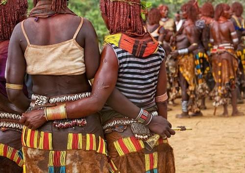 Tribu en Etiopía - cicatrices en su cuerpo