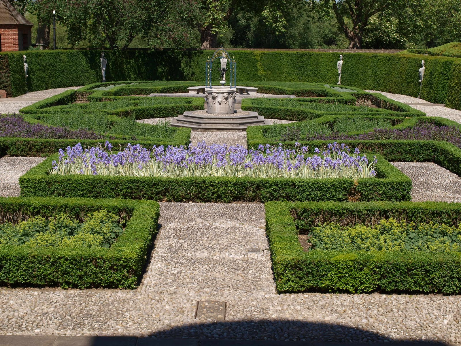 My cottage garden kew gardens london england for Formal garden