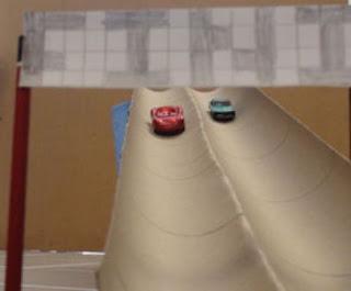 Balap Mobil Tamiya di Rumah – Bikin Rel dari Pipa Kardus