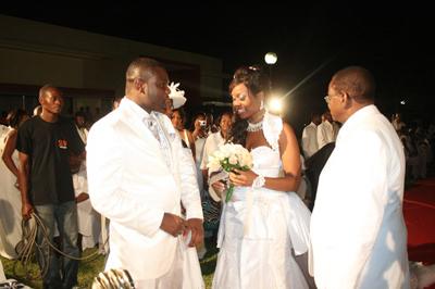 Pai entrega filha ao noivo