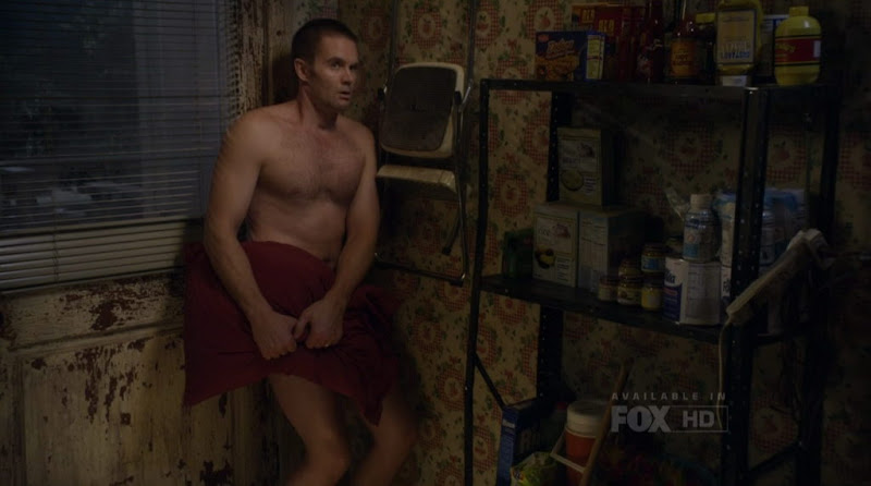 Garret Dillahunt Shirtless on Raising Hope s1e14