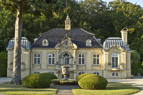 I haven hos evigglade ♥: en havesphinx i danmarks flotteste barokhave