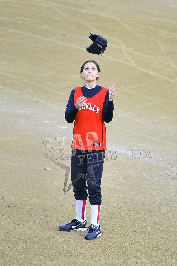 Paris joga softball; Prince e Blanket assistem Paris-JacksonAENY-SENY-011112006