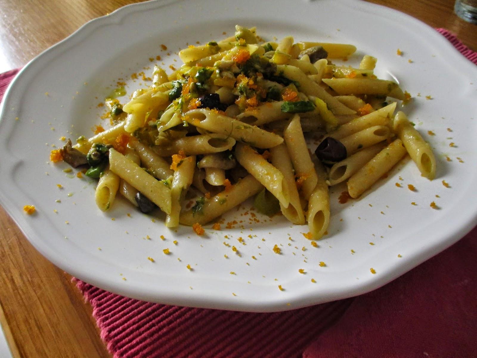 penne con pescespada,  zucchine, pecorino e bottarga