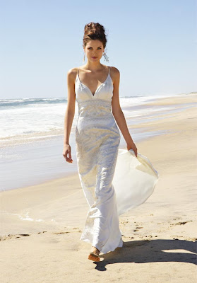 sandy seashore, then go for a fashionable, casual beach wedding dress
