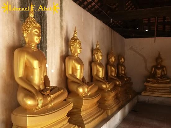 Golden buddha statues in Ayutthaya Historical Park
