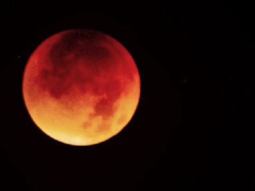 "Gerhana bulan ""merah"" (fotocommunity.com)"