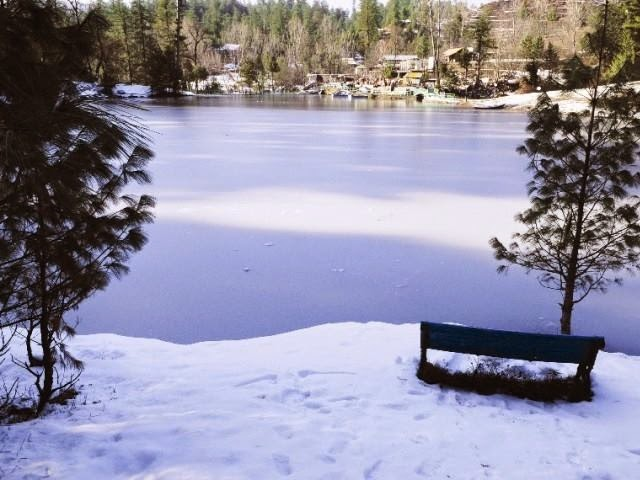 banjosa lake coverd with snow