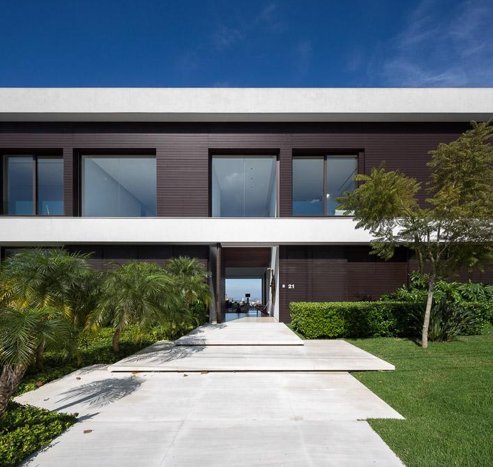 Entrance of Modern Jaragua Residence