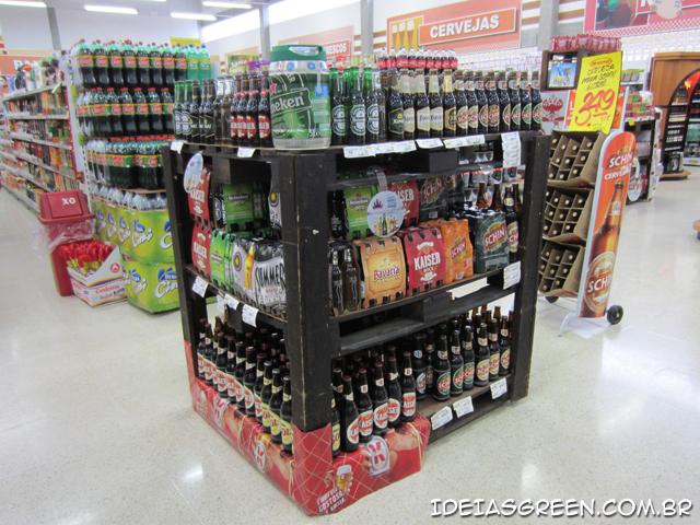 Supermercado usa paletes em expositor de cerveja