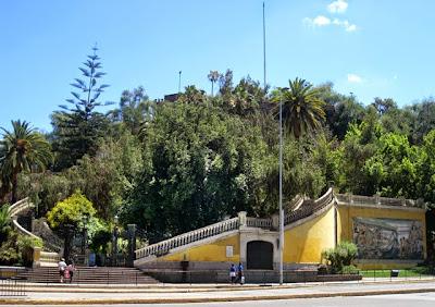 Entrada al cerro de Santa Lucía